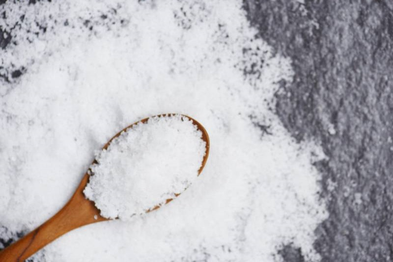 Sử dụng muối để diệt lăng quăng